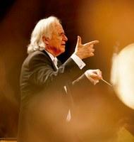 Art Supply premia consagrado maestro e pianista João Carlos Martins